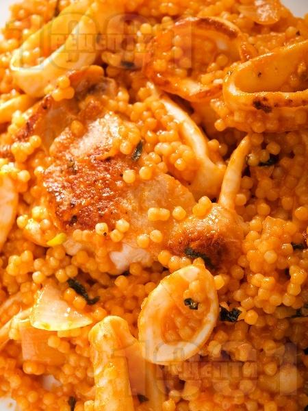 Пиле с кус-кус и калмари - снимка на рецептата